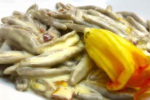 Cicatelli grano arso con fiori di zucca e capocollo